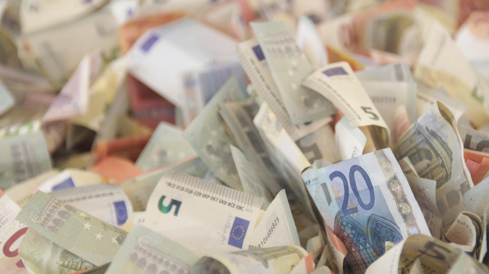 kā tiešsaistē nopelnīt stabilu naudu
