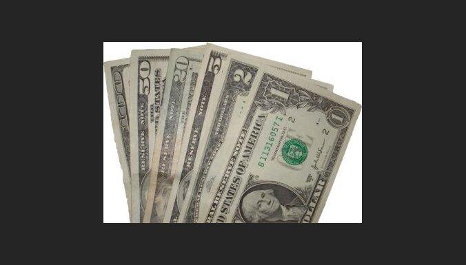 Strauji krities dolāra kurss pret eiro