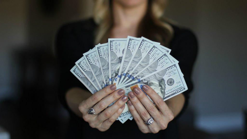kā ātri un reāli nopelnīt daudz naudas