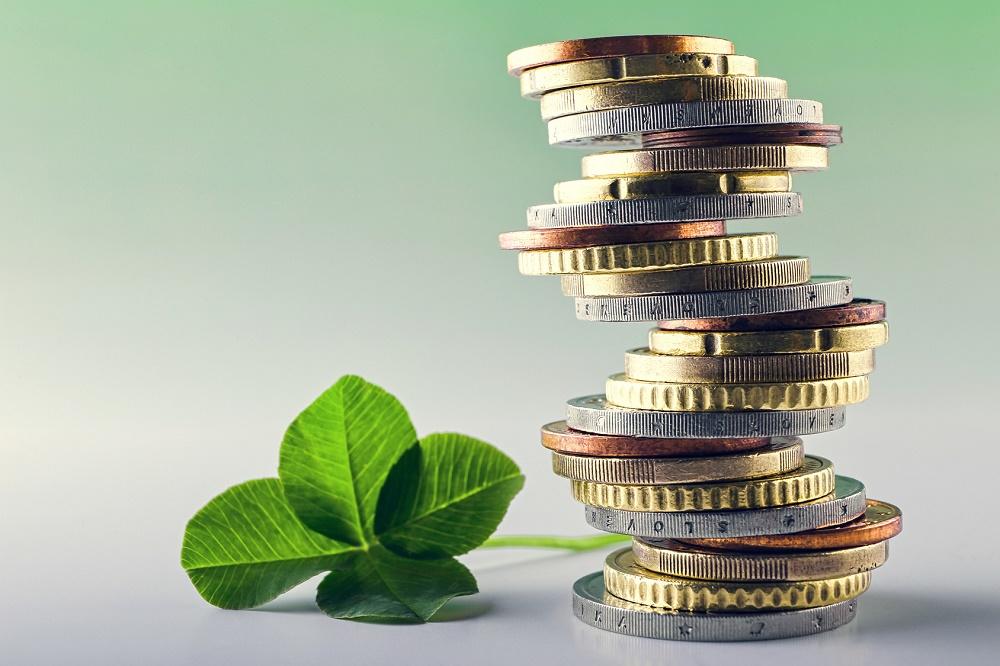 Labākās automātiskās naudas pelnīšanas sistēmas: kā nopelnīt pasīvos ienākumus tiešsaistē